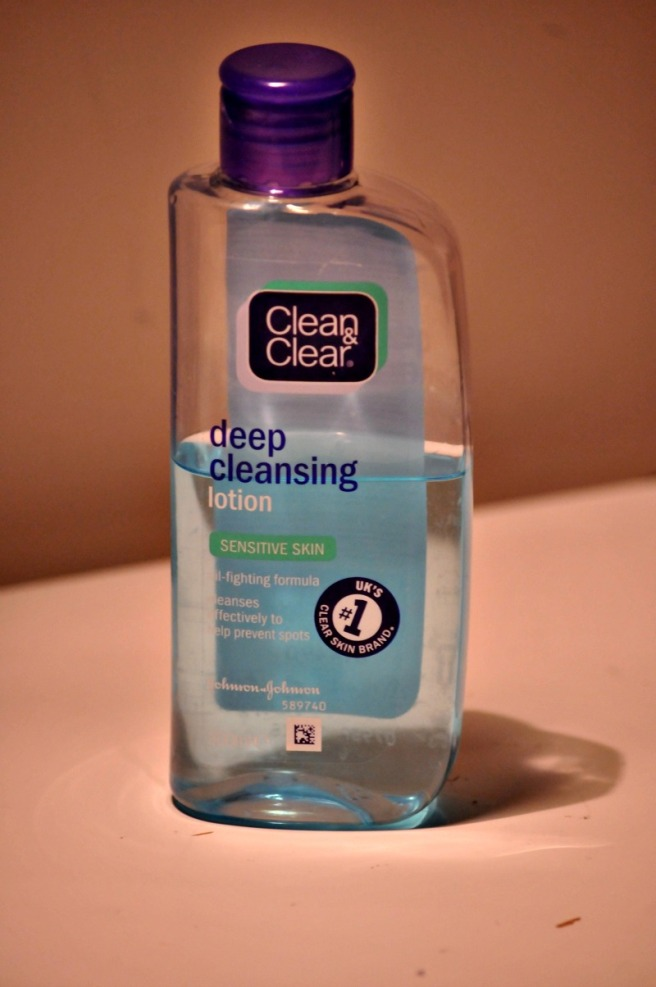 https://itsagirlthingblogging.files.wordpress.com/2015/11/clean-and-clear-deep-cleansing-lotion.jpg?w=656